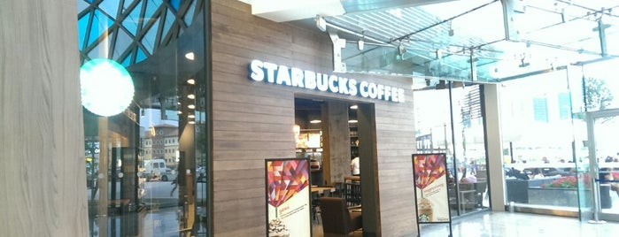 Starbucks is one of Lugares favoritos de Elif.