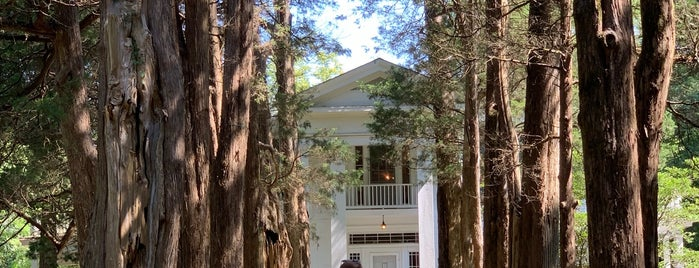 Rowan Oak is one of Lugares favoritos de Susan.