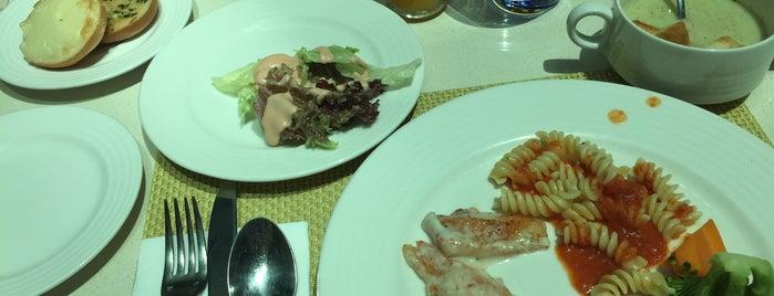 c.taste @ Centro Barsha is one of Diana'nın Beğendiği Mekanlar.