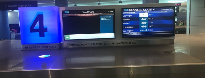 Terminal 2 Baggage Claim is one of Lieux qui ont plu à Alberto J S.