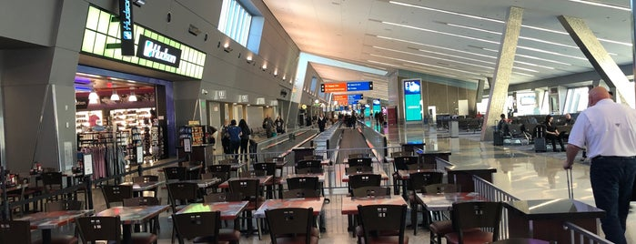 Concourse E is one of Orte, die Cristina gefallen.