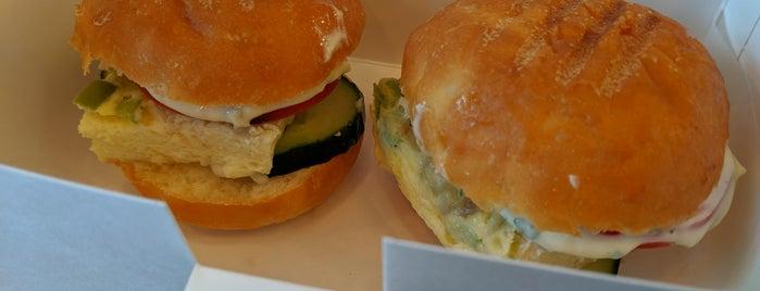 Meat & Bread is one of Travelsbymary'ın Beğendiği Mekanlar.