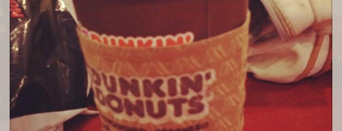 Dunkin' Donuts is one of Lugares favoritos de Ester.