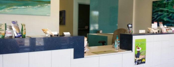 Sandy Paws Animal Clinic is one of Posti che sono piaciuti a Muddy.