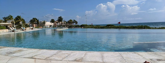 Infinity Pool is one of Lugares favoritos de Ro.