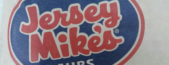 Jersey Mike's Subs is one of สถานที่ที่ Tod ถูกใจ.