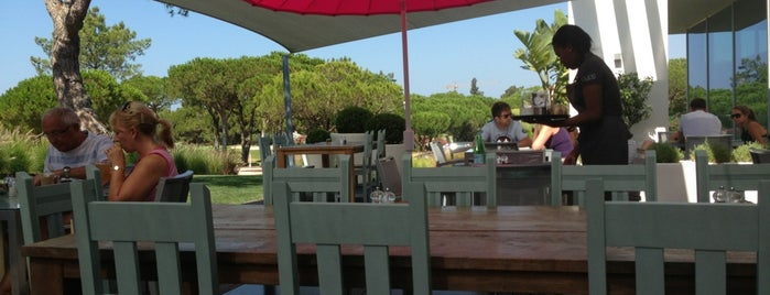 Pure Boutique Café is one of Algarve.