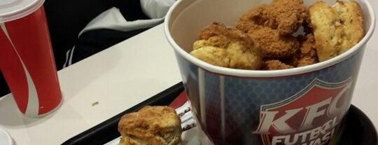 KFC is one of สถานที่ที่ Aslı ถูกใจ.