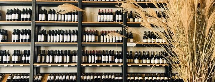 Suvla Şaraphanesi is one of En İyi Tasarımlı Şarap Ve İçki Mağazaları.