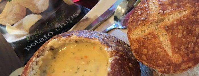 Panera Bread is one of Lugares favoritos de Jenn 🌺.