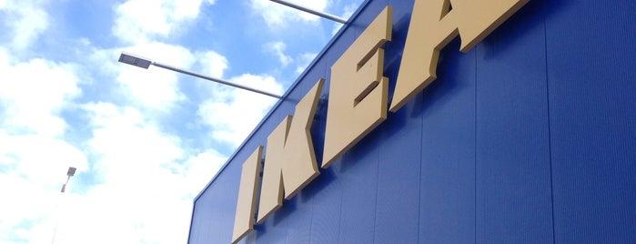 IKEA is one of Lugares favoritos de James.