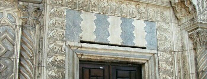 Karatay Medresesi Çini Müzesi is one of Konya Gezilecek Yerler.