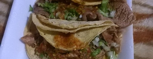 "Tacos ""El paisa"" is one of Lugares favoritos de Raúl."