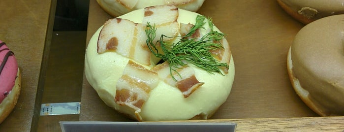 Donut+coffee is one of Ksenia'nın Beğendiği Mekanlar.