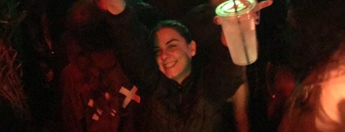 Astro Bar is one of Locais curtidos por Frida Daniela.