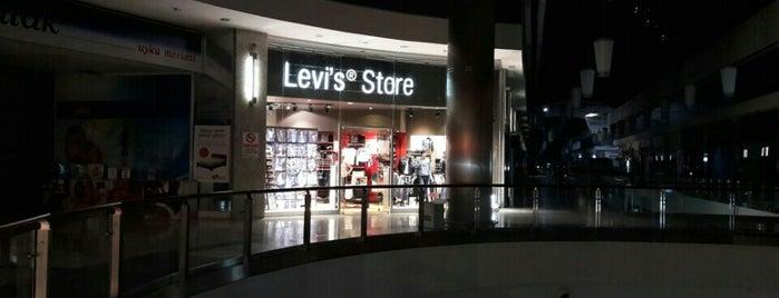 Levi's Store Antares is one of สถานที่ที่ Elif Merve ถูกใจ.