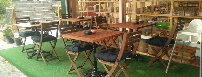 Harman Organik Cafe is one of Posti che sono piaciuti a Selahattin.