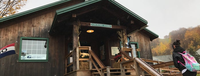 Jiminy Peak Country Store is one of Orte, die Lindsaye gefallen.