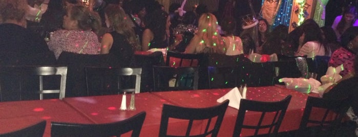 Lips Drag Queen Show Palace, Restaurant & Bar is one of Bottomless Brunches.