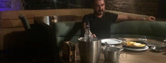 Teras Cafe & Bar is one of Posti che sono piaciuti a Melike&İnan.