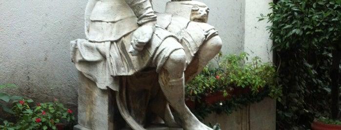 Sociedad Dante Alighieri is one of สถานที่ที่ Silvia ถูกใจ.