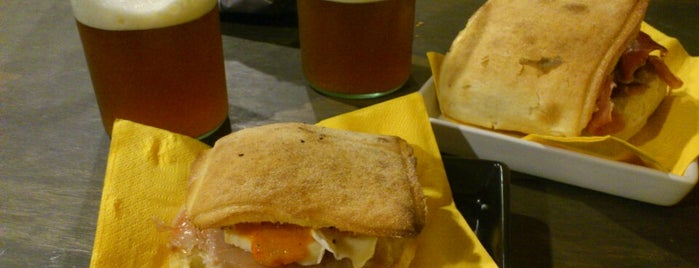 Buskers Pub is one of Lugares favoritos de Nuno.