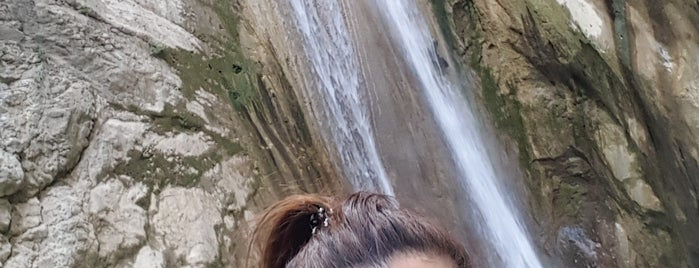 Nydri Waterfall is one of Lugares favoritos de Yelda.