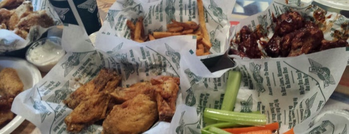 Wingstop is one of Lieux qui ont plu à Andres.