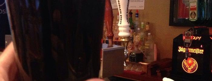 Sammy's Gourmet Burgers & Beers is one of Lugares favoritos de Jennifer.