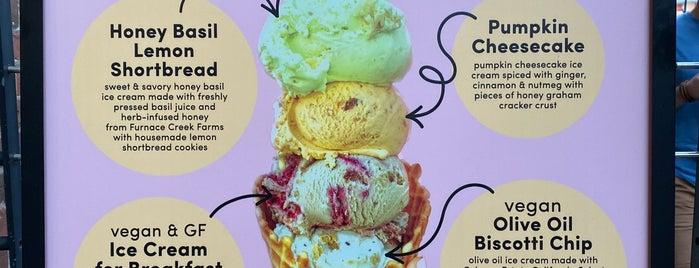 Van Leeuwen Artisan Ice Cream is one of Tempat yang Disukai Honghui.