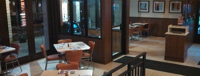 Tonino's Pizza & Italian Eatery is one of Posti salvati di Ricky.