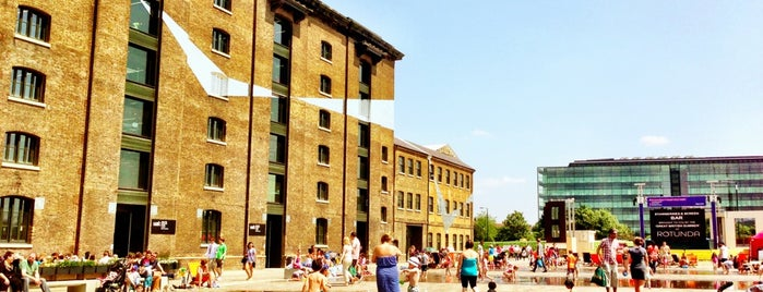 Granary Square is one of Lugares favoritos de Adrian.