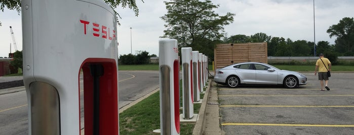 Tesla Supercharger is one of Tempat yang Disukai Mark.