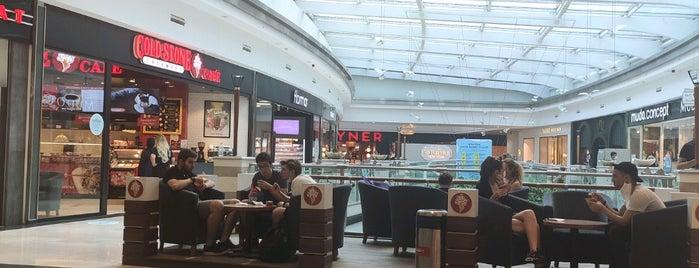 Cold Stone Creamery is one of Tempat yang Disimpan Dilara.