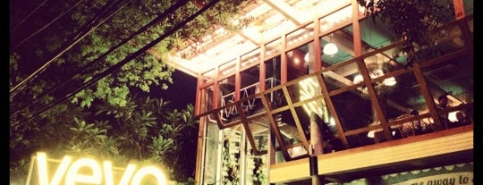 YEYO Lobby & Eatery is one of Lugares favoritos de Erin.