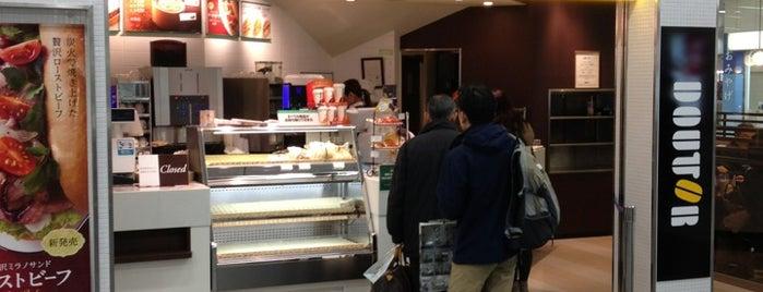 Doutor Coffee Shop is one of Tempat yang Disukai ZN.