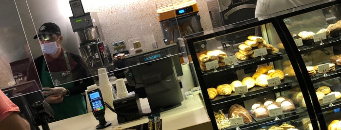 Starbucks is one of Locais curtidos por Joelle.