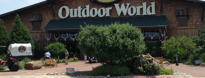 Bass Pro Shops is one of Local.