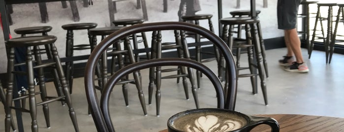 Menotti's Coffee Stop is one of Posti salvati di Whit.