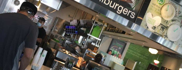 Wahlburgers Market Street is one of Date night..