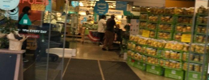 Whole Foods Market is one of Tempat yang Disimpan Kapil.