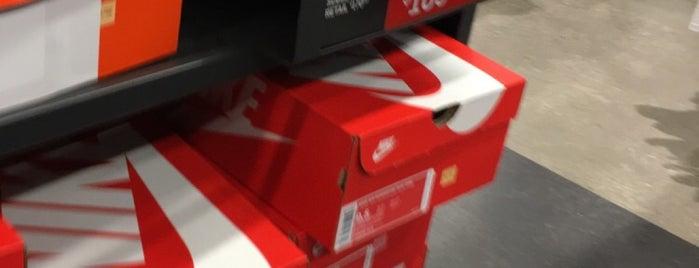 Nike Factory Store is one of Posti che sono piaciuti a Jessica.