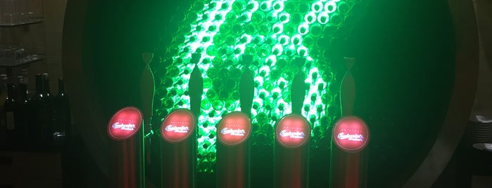 IN LOCO Budweiser Budvar Restaurant is one of Lugares guardados de Maik.