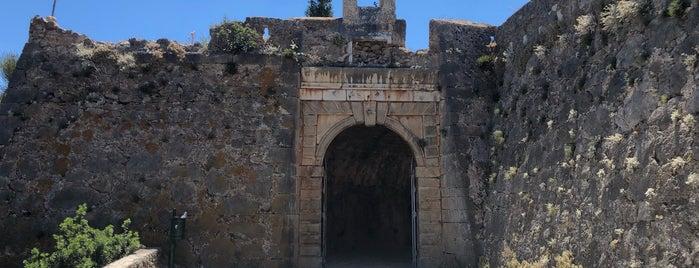 Assos Castle is one of Posti che sono piaciuti a Tim.