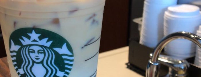 Starbucks is one of Lieux qui ont plu à Mariana.