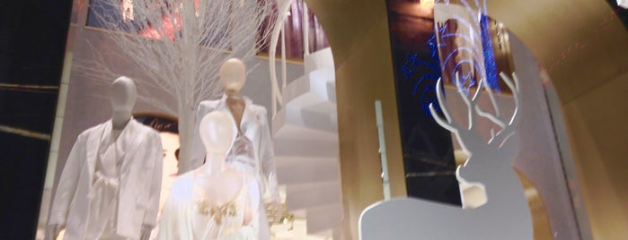 La Perla is one of NY stores.