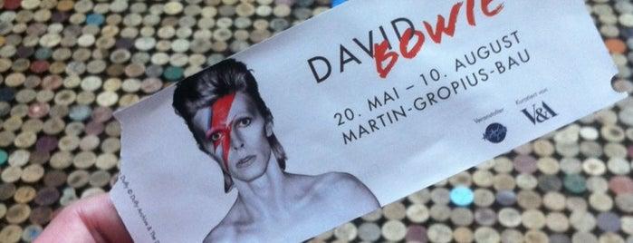David Bowie Ausstellung is one of Lugares favoritos de Francesco.
