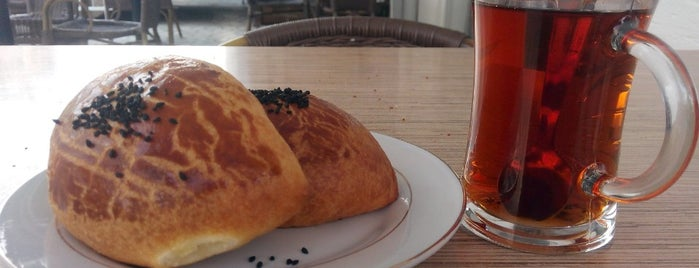İlkim Simit & Cafe is one of Tempat yang Disukai Tanyeli.