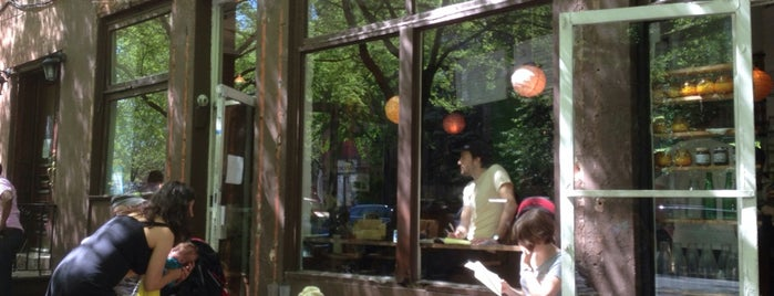 Smooch Cafe is one of Australian Owned/Run Coffee in NYC.