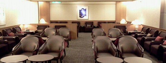 Sakura Lounge (International) is one of Lugares favoritos de Kaushikkumar.